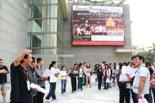 Representatives from China-Macau Autosport Club are introducing the job description to the volunteers